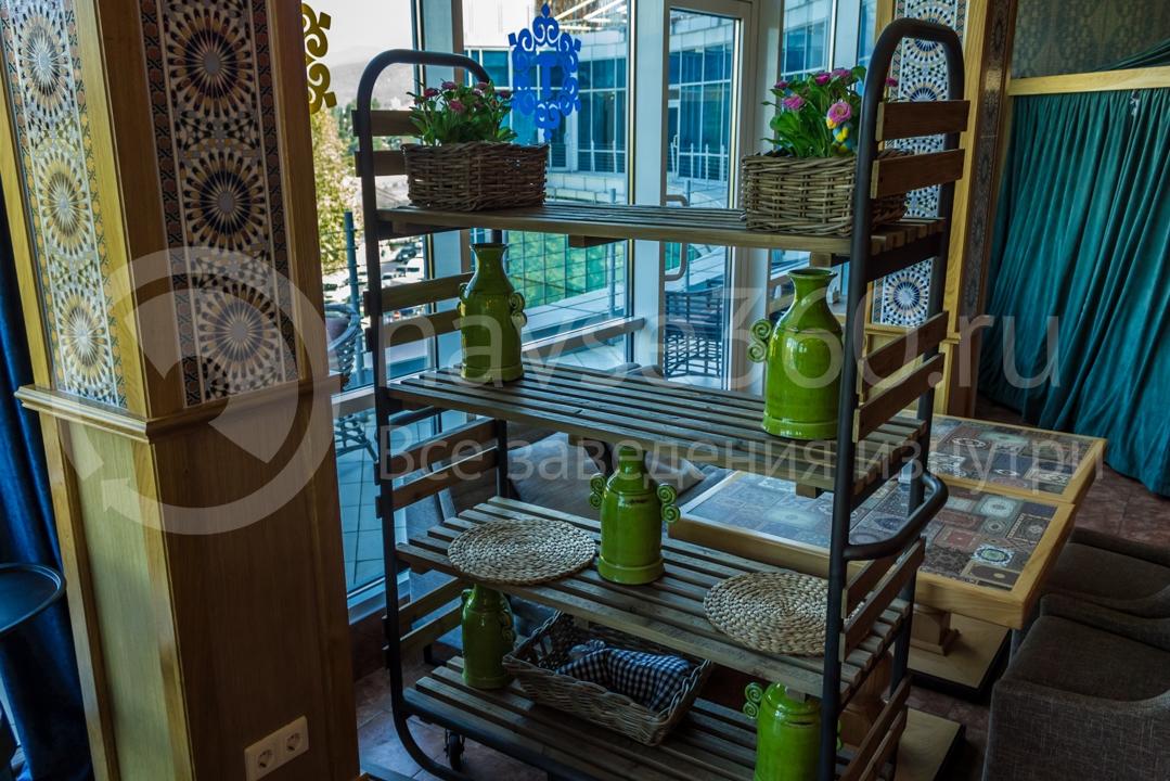 Вид внутри ресторана Торне, Сочи 3