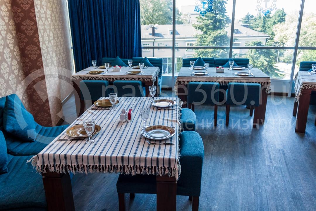 Вид внутри ресторана Торне, чайхана в Сочи