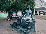 Памятник Нонне Мордюковой