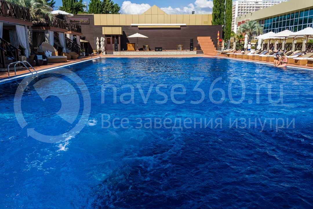 Бассейн в Moscow beach пляжном комплексе в Сочи