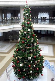 Новогоднее представление у ёлки и сказка «Белоснежка»