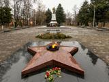 Зеленоградск, Мемориальный комплекс на братской могиле советских воинов и городской сквер