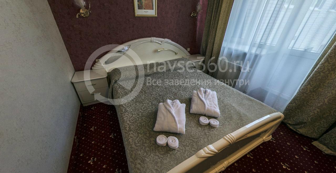 Спальня номера президентского люкс пансионата Волга