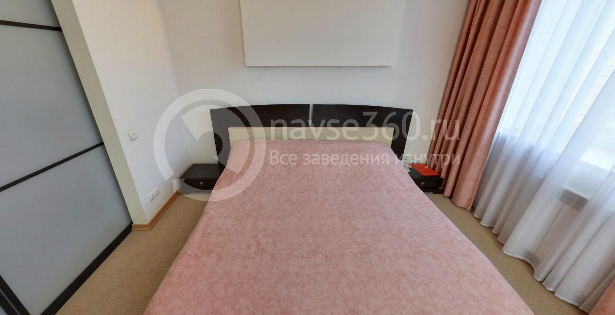 Спальня номера люкс бизнес-отеля Воробей
